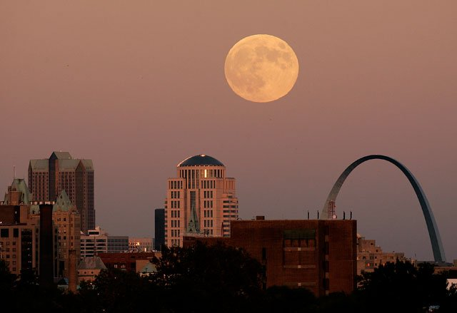 A full moon rises behind downtown St Louis buildings and the Gateway Arch Friday, Oct. 6, 2006. The 630-foot-tall stainless steel arch stands as a memorial to westward expansion. (AP Photo/Charlie Riedel)