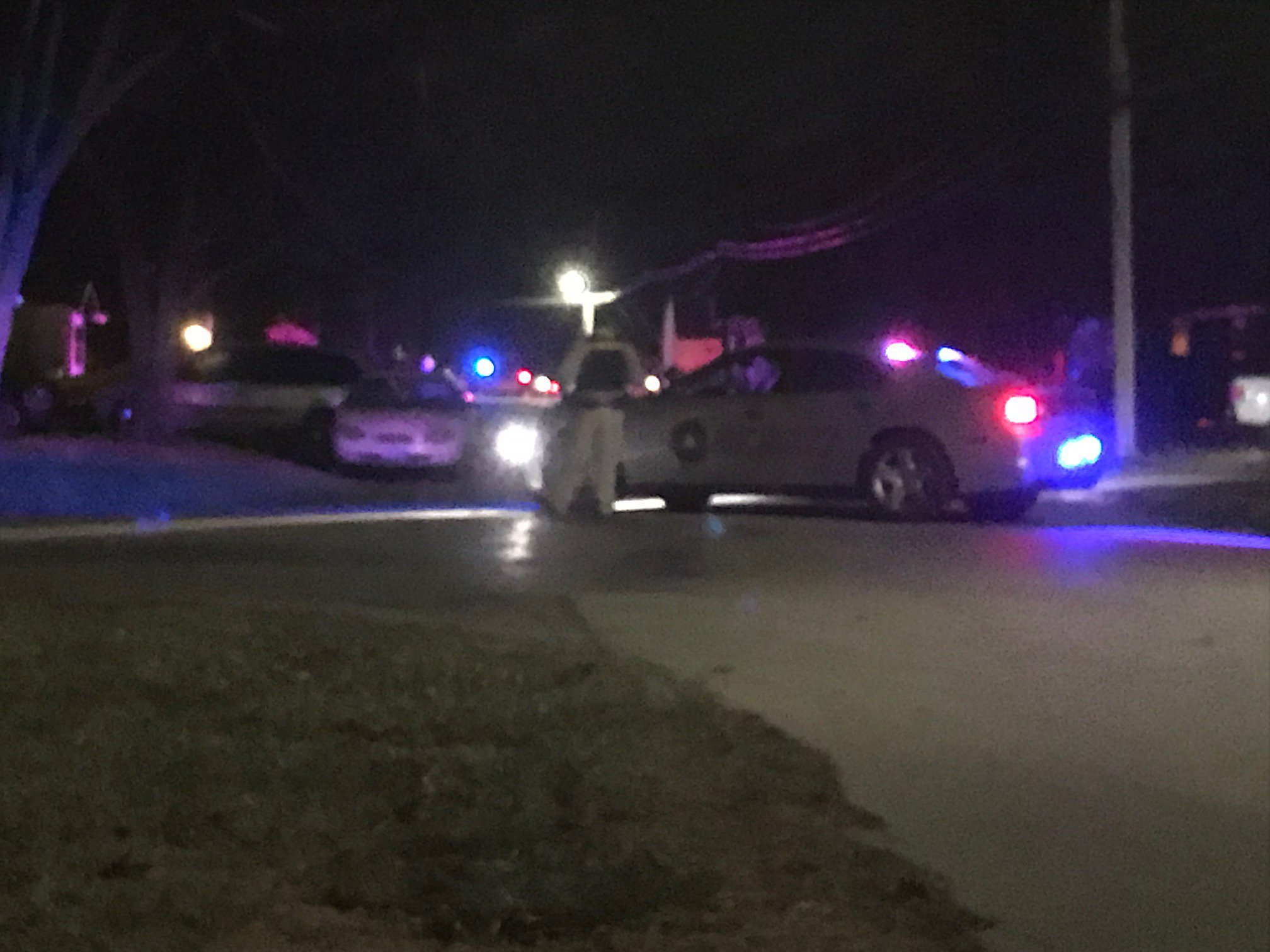Two police officers reportedly shot in Clinton, Mo