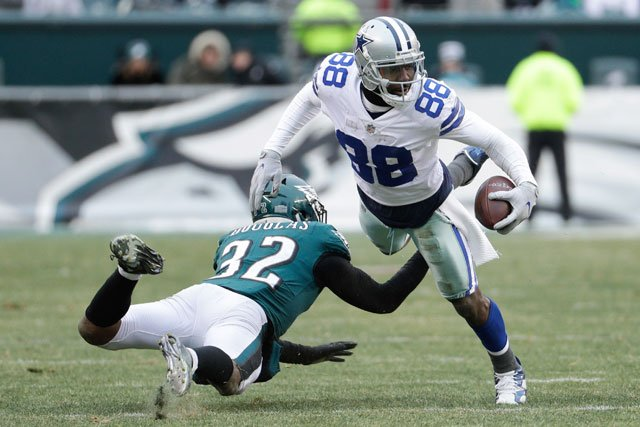 Dallas Cowboys' Dez Bryant (88) in action against Philadelphia Eagles' Rasul Douglas (32) during an NFL football game against the Philadelphia Eagles, Sunday, Dec. 31, 2017, in Philadelphia. Dallas won 6-0. (AP Photo/Chris Szagola)