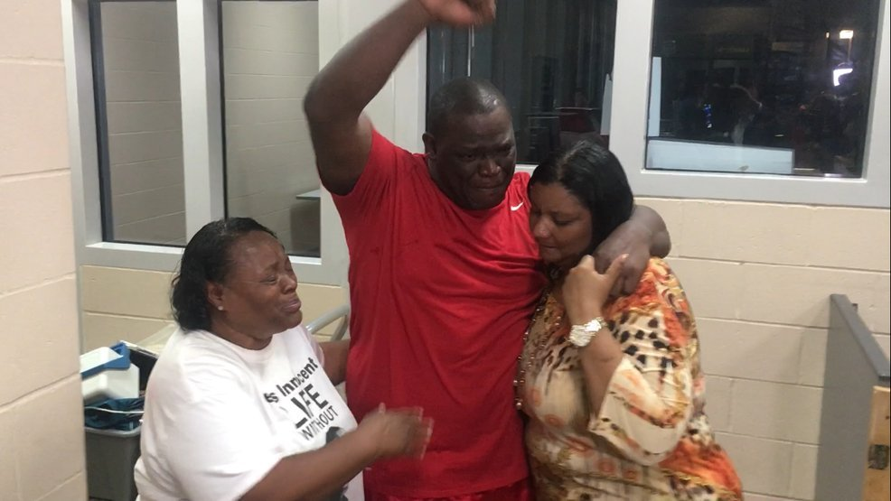 David Robinson was greeted with hugs as he emerged around 10 p.m. Monday from the Jefferson City Correctional Center. (CBS)