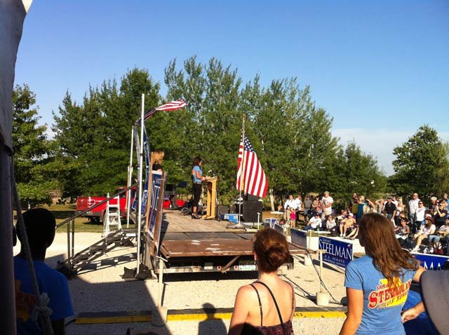 Sarah Palin speaking to the crowd. Courtesy: KCTV5's Dave Jordan