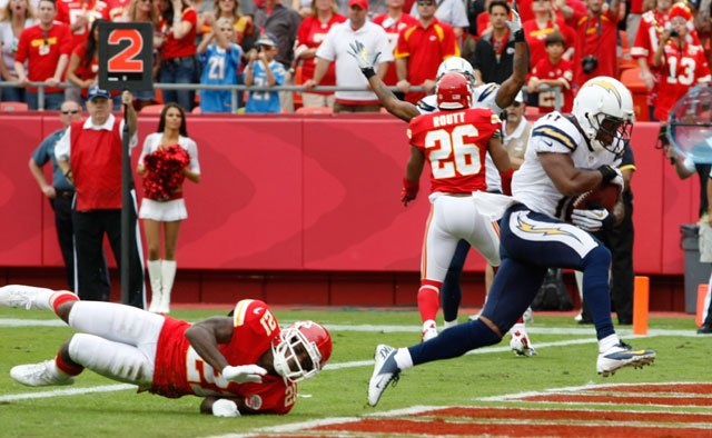 San Diego Chargers wide receiver Eddie Royal (11) scores a touchdown past Kansas City Chiefs defensive back Javier Arenas (21) during the first half of an NFL football game at Arrowhead Stadium in Kansas City.  (AP Photo/Colin E. Braley)