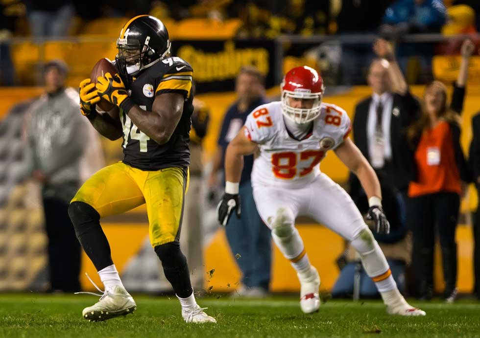 © Lawrence Timmons intercepts Matt Cassel/Kansas City Star