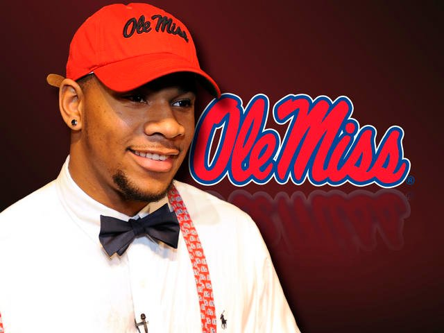 The consensus overall top recruit in the nation Robert Nkemdiche has signed to play at Mississippi.