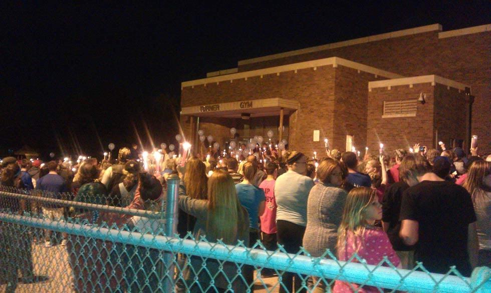 Hundreds show up to Casey Knight's vigil Wednesday night. (Courtesy: Jonathan Carter/KCTV5)