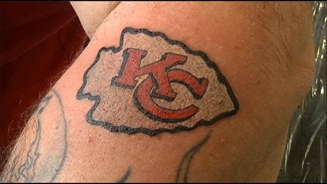 Chiefs fans inked for free at kansas city tattoo shop for Kansas city tattoo