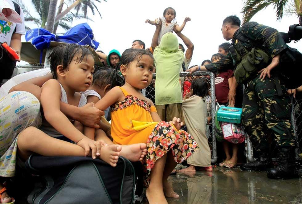 Children, women prioritized for flights after typhoon devastates Philippines (A)