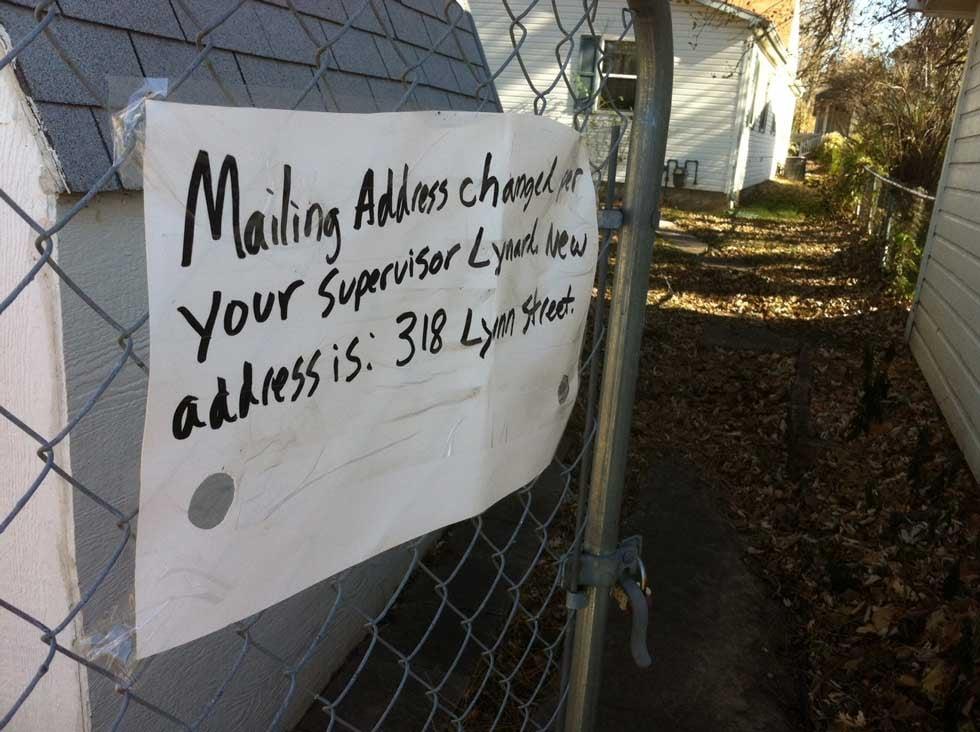 Note on back gate of Susan Navarro's home (Brett Hacker/KCTV5)