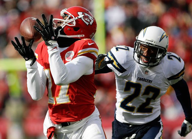 Kansas City Chiefs wide receiver Donnie Avery (17) catches a pass while covered by San Diego Chargers cornerback Derek Cox (22) during the first half of an NFL football game at Arrowhead Stadium in Kansas City on Sunday. (AP Photo/Charlie Riedel)