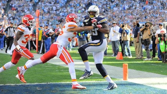 San Diego Chargers tight end Ladarius Green, right, scores a touchdown as Kansas City Chiefs defensive back Quintin Demps during the first half in an NFL football game Sunday, Dec. 29, 2013, in San Diego. (AP Photo/Denis Poroy)