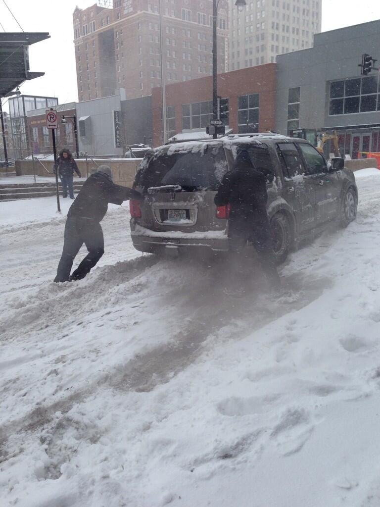 @junie710: Helping someone stuck in the snow outside Cosentinos at @KCPLDistrict #kchelps