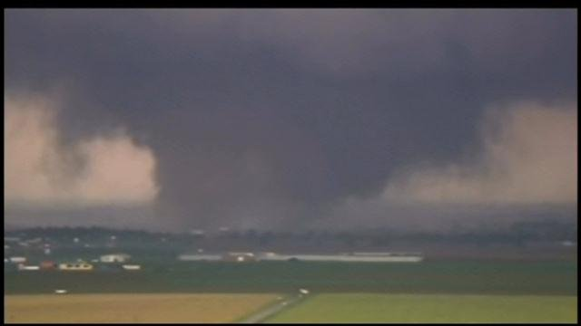 Tornado near Moore, OK, in May 2013