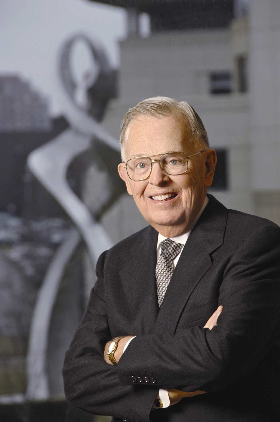 Jim Stowers Jr., the billionaire founder of one of the nation's leading investment management firms who gave away most of his fortune to fight disease, has died. He was 90.