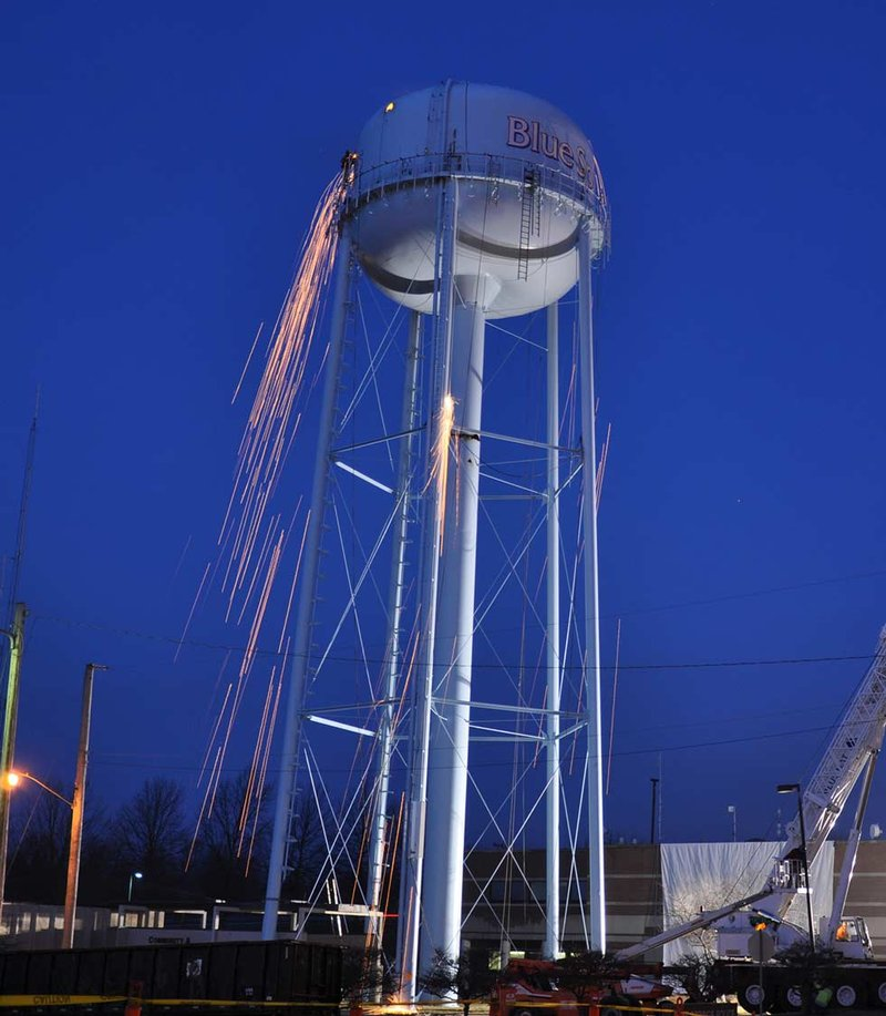 Water Tower Demolition K25 : Demolition begins on blue springs water tower kctv