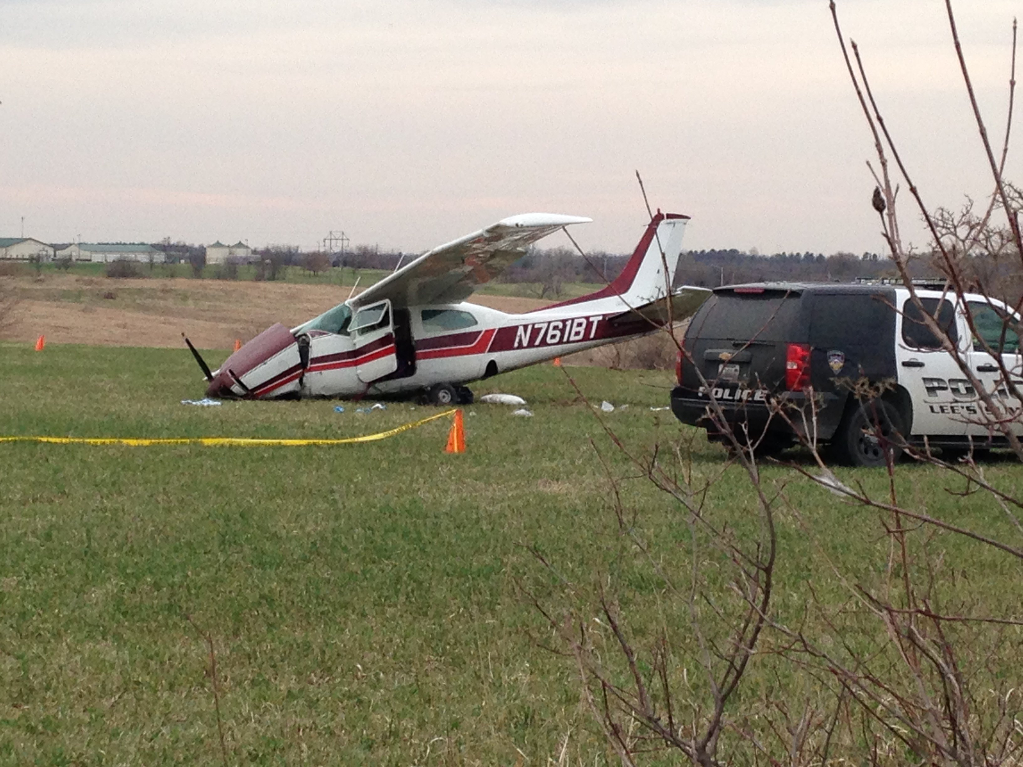 Authorities say the passenger on a small plane that crashed on a field in Lee's Summit suffered serious injuries. (Nathan Vickers/KCTV5)