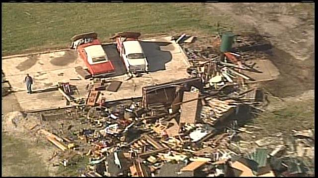 Many families say they ran for shelter minutes before a tornado hit their Baxter Springs neighborhood.