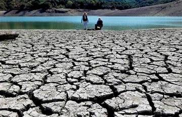 (AP Photo/Marcio Jose Sanchez, File). FILE - This March 13, 2014 file photo shows cracks in the dry bed of the Stevens Creek Reservoir in Cupertino, Calif.