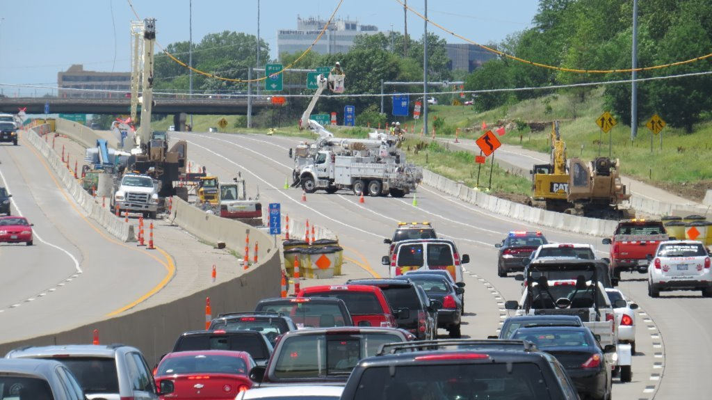 KCP&L crews remove a downed power line at I-435 and Roe Ave. (Robert Ohl/Clarkson Construction)