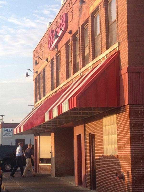 President Obama walks into Arthur Bryant's, a legendary KC BBQ restaurant