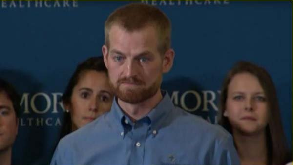 Ebola survivor Dr. Kent Brantly donates blood to an NBC cameraman who is battling the virus. (Source: CNN)