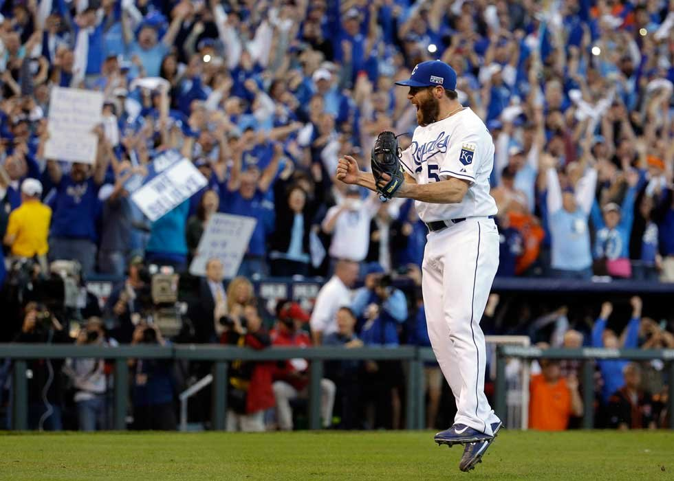 Royals closer Greg Holland and fans celebrate ALCS sweep (AP)