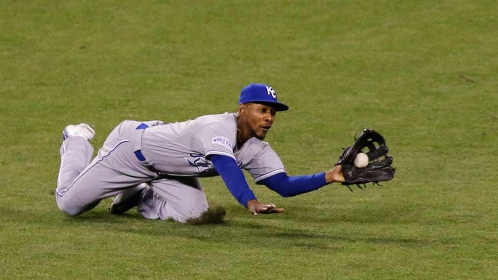 Royals centerfielder Jarrod Dyson makes catch (AP)