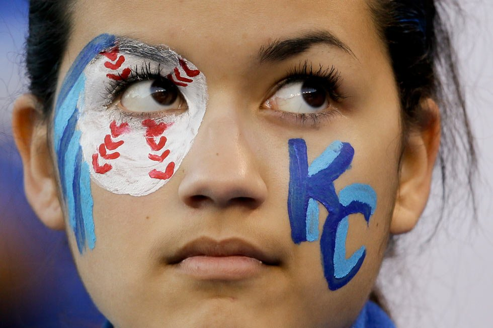 A Kansas City Royals fan watches batting practice before Game 7 of baseball's World Series against the San Francisco Giants Wednesday, Oct. 29, 2014, in Kansas City, Mo. (AP Photo/Charlie Neibergall)