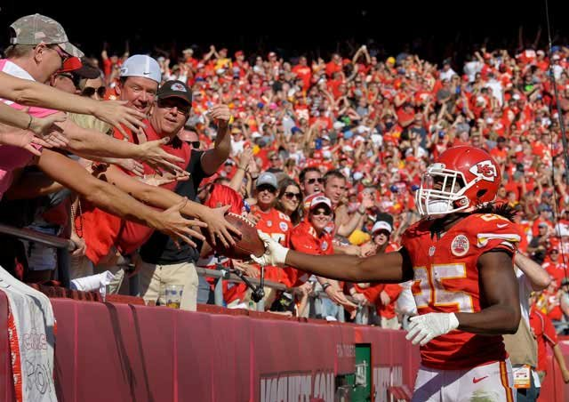 Kansas City Chiefs running back Jamaal Charles (25) celebrates a touchdown with the hometown fans against the St. Louis Rams during an NFL football game Sunday, Oct. 26, 2014, in Kansas City, Mo. (AP Photo/Reed Hoffmann)
