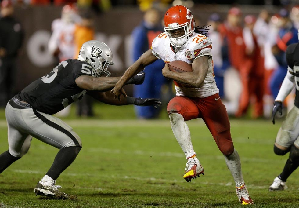 Kansas City Chiefs running back Jamaal Charles (25) runs past Oakland Raiders outside linebacker Sio Moore (55) to score on a 30-yard touchdown reception during the fourth quarter of an NFL football game in Oakland, Calif., Thursday. (AP Photo/Ben Margot)