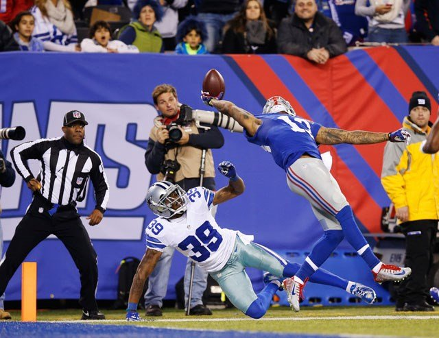 New York Giants wide receiver Odell Beckham Jr. (13) makes a one-handed catch for a touchdown against Dallas Cowboys cornerback Brandon Carr (39) in the second quarter of an NFL football game, Sunday in East Rutherford, N.J. (AP Photo/Kathy Willens)