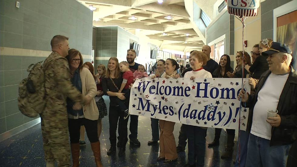 story father back from afghanistan surprises daughter at school