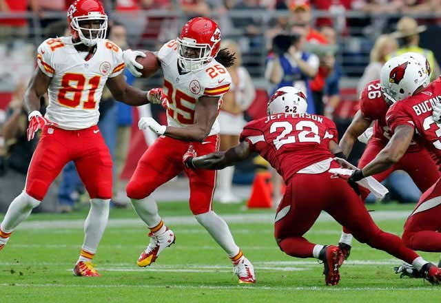 Kansas City Chiefs running back Jamaal Charles (25) breaks free from the reach of Arizona Cardinals cornerback Jerraud Powers (25) to score a touchdown during the first half, Sunday, Dec. 7, 2014, in Glendale, Ariz. (AP Photo/Rick Scuteri)