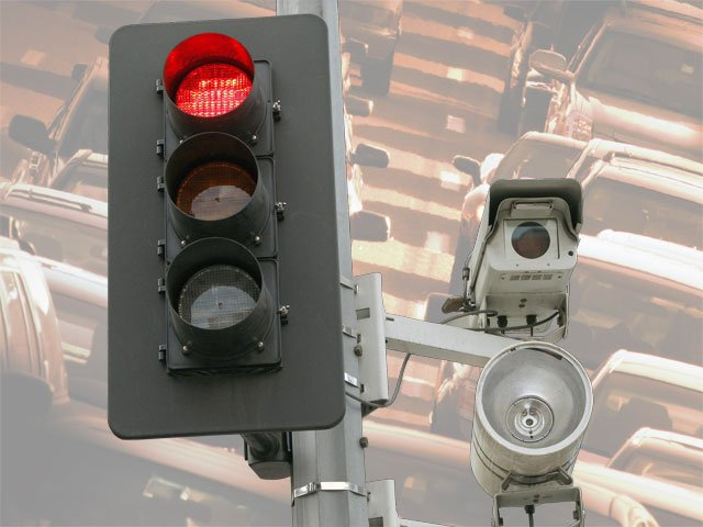 Nearly 900,000 people who paid fines for red-light violations in Missouri can apply for partial refunds as part of a proposed settlement of a class action lawsuit.
