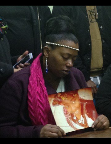 LaShonda Kane holds a picture of her daughter Alexis at a Tuesday afternoon press conference. (Jonathan Carter/KCTV)