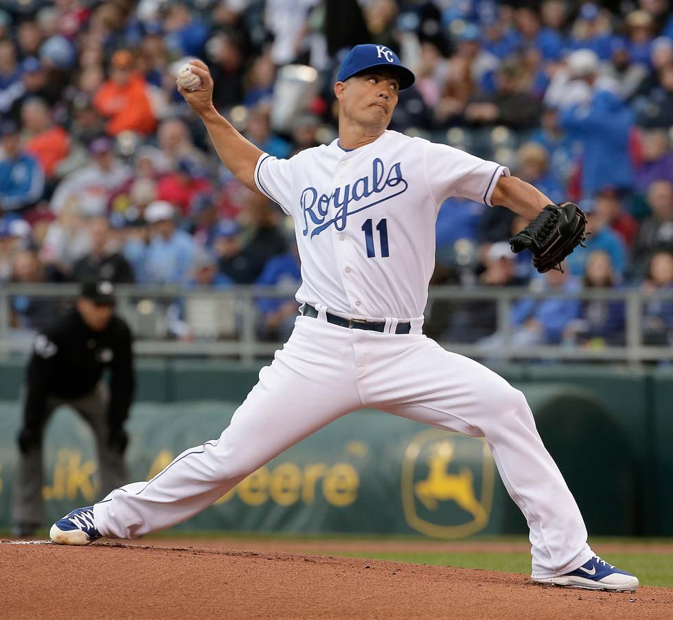 Kansas City Royals starting pitcher Jeremy Guthrie throws during the first inning of a baseball game against the Cincinnati Reds Wednesday, May 20, 2015, in Kansas City, Mo. (AP Photo/Charlie Riedel)
