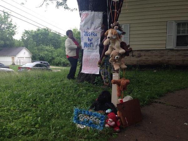"KCTV5's @ErikaTallan: ""The memorial for Amorian grows tonight"""