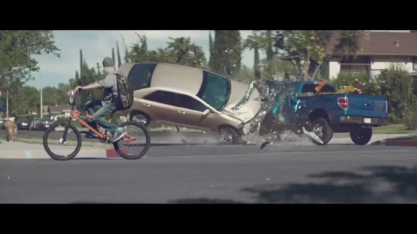 texting and driving ad A new volkswagen ad shown to moviegoers in hong kong highlights the dangers of texting and driving.
