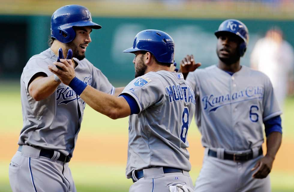 Eric Hosmer and teammates celebrate his 3-run homerun (AP)