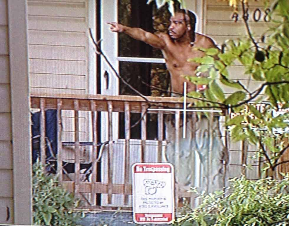 Suspect talks with police from front porch. (Brett Hacker/KCTV)