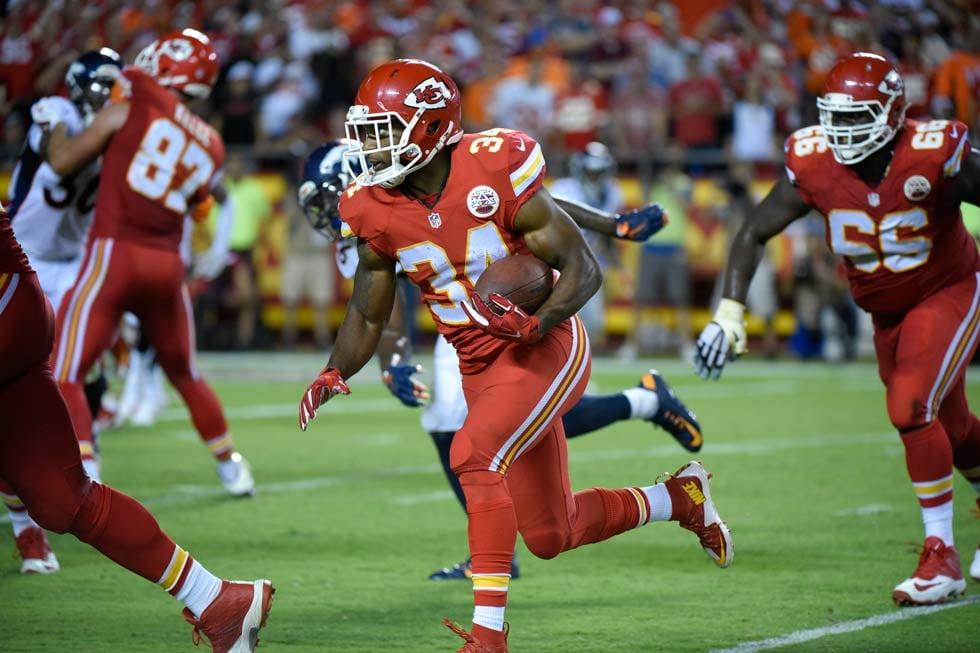 Kansas City Chiefs running back Knile Davis (34) runs for a touchdown during the second half of an NFL football game against the Denver Broncos in Kansas City, Mo., Thursday, Sept. 17, 2015. (AP Photo/Ed Zurga)