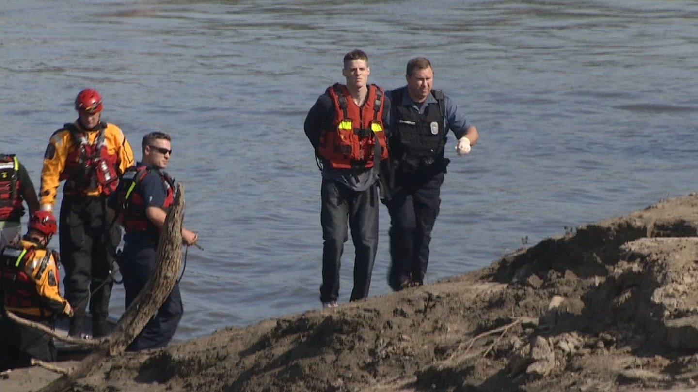 Man charged after jumping off Broadway Bridge in an ...
