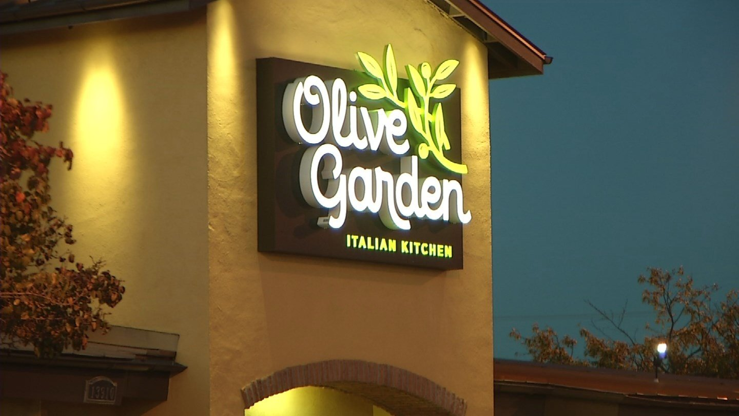 Officer claims he was denied service at Olive Garden - FOX Carolina 21