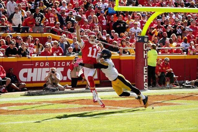 Quarterback Alex Smith has good day versus the Steelers