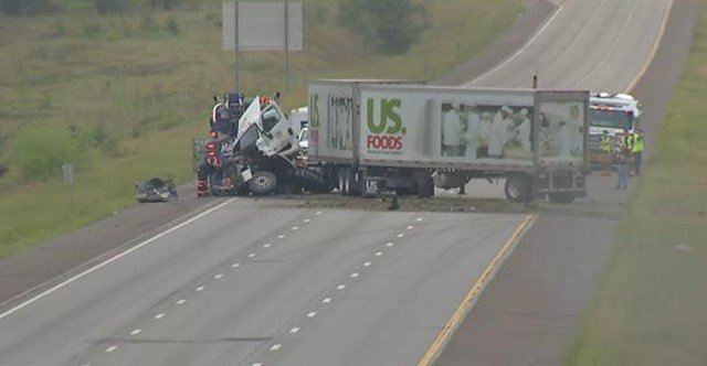 1 dead as crash closes I-435 between 87th and Shawnee Mission in